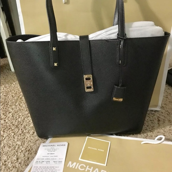 1beb8a6bfa3a Michael Kors Bags | Large Karson Tote Leather Bag | Poshmark